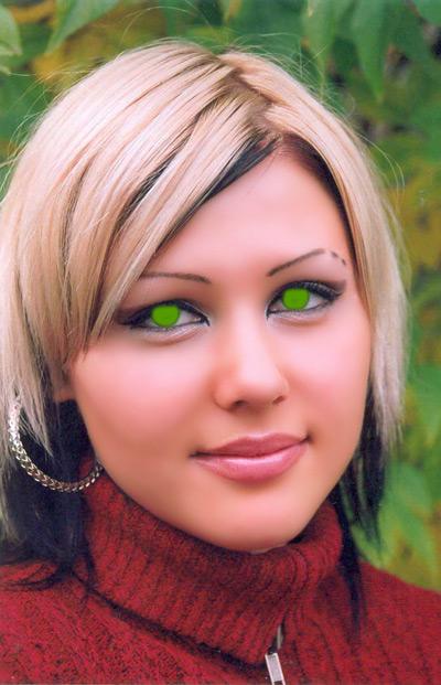 Ярко зеленый цвет глаз