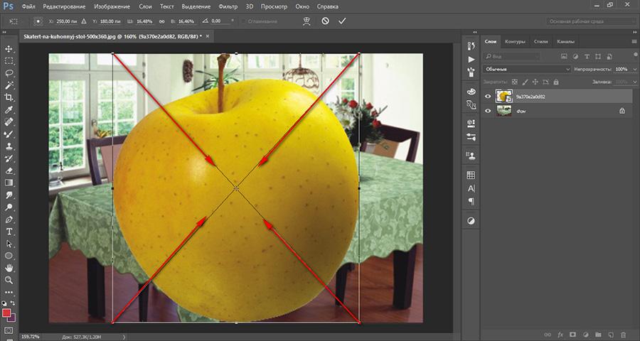 уменьшаем слой с яблоком в фотошопе