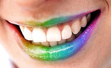 Цветная помада на губах 11